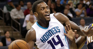 Michael Kidd-Gilchrist Suffers Dislocated Right Shoulder